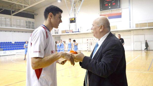 MVP 1.k. L. Vasic prima nagradu, slika br 2